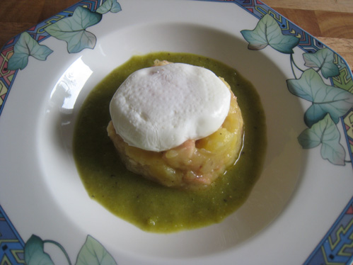 Kartoffelpüree mit Aal, Schnippelbohnen und pochiertem Ei