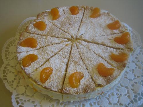 Quark-Sahne-Torte mit Mandarinen (gedeckt)