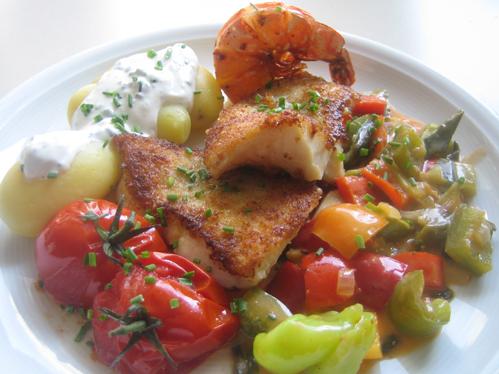 Rotbarsch und Garnele mit mediterranem Gemüse