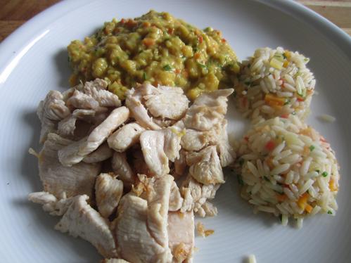 Geschnetzelte Hähnchenbrust mit Apfelbananencurry und Gemüsereis