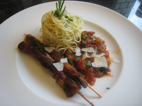 Speckstangen mit Pasta und einem Gemüsekompott