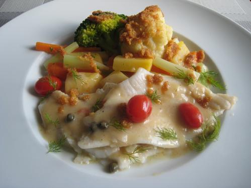 Rotzungenfilets in Kapernsauce mit einem bunten Gemüsemix