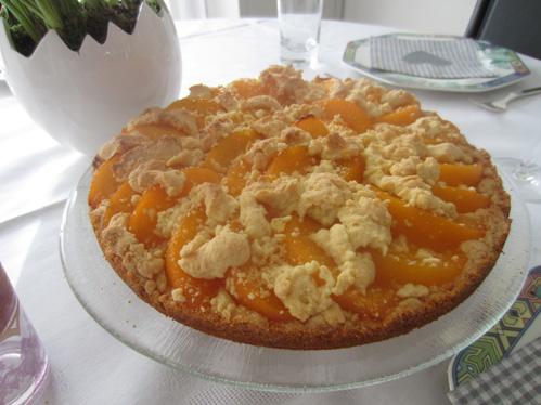 Krümelkuchen mit Pfirsichbelag