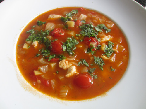 Fenchel-Tomatensuppe mit Hähnchenbrusteinlage