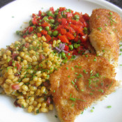 Dorschfilet mit Pankokruste an Paprika-Erbsen-Gemüse und Schinken-Graupen