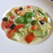 Gemüsegulasch mit Ziegenkäse