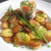 Aal in Aspik mit Bratkartoffeln