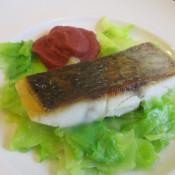 Adlerfischfilet auf Spitzkohl und Rote-Bete-Sellerie-Püree