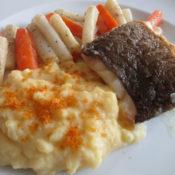 Skreifilet mit Möhren-Schwarzwurzelgemüse und Kartoffel-Bottarga-Püree