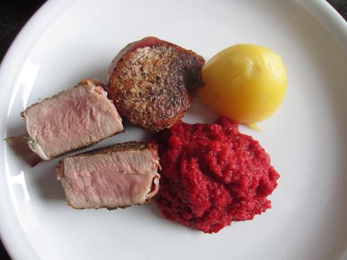 Möhren-Rote-Bete-Püree mit Schweinemedaillons
