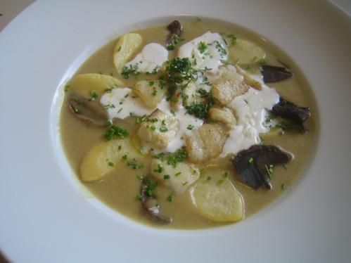 Norwegische Kartoffel-Steinpilz-Suppe mit Heilbutt