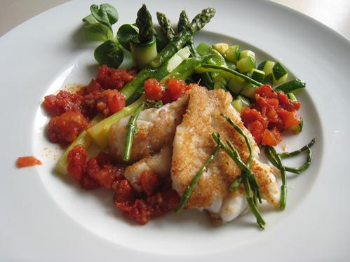 Grenadierfisch mit Frühlingsgemüse und Tomatensauce