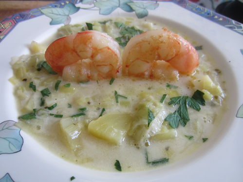 Lauch-Kartoffel-Suppe mit Garnelen