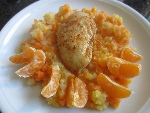 Hühnchen-Brustfilet auf Kartoffel-Gemüse-Stampf mit Mandarinenschnitzen
