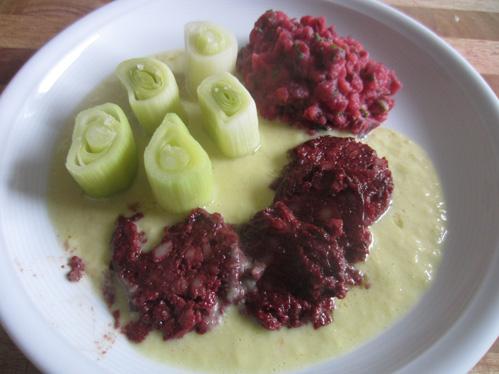 Fast vegetarisch – Kartoffeln, Rote Bete, Lauch und ein bisschen Blutwurst
