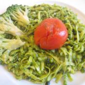 Bärlauchtagliatelle mit Brokkoli und Schmortomate