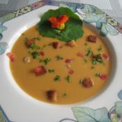 Gebundene Knoblauchsuppe mit Croutons