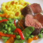 Steaks aus dem Bürgermeisterstück geschnitten mit Erbsen und Kartoffelpüree