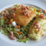 Lumbfilet auf Zucchinijulienne mit Möhren, Kohlrabi und einem Kartoffelpüree-Mix