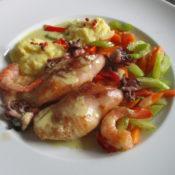 Kalmare mit Garnelen auf Gemüsemix und Kartoffel-Bottarga-Püree